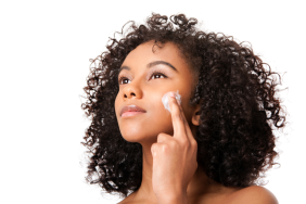 woman-applying-moisturizer